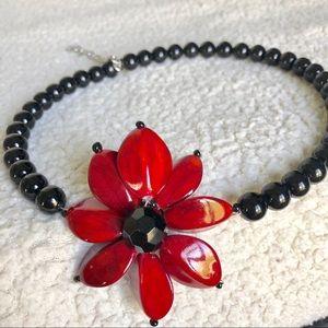Jewelry - 5/$25 ❤️ Flower wire necklace